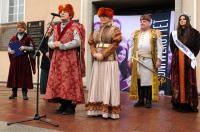 Studniówki 2019 - Polonez na Rynku w Opolu - 8278_poloneznarynku_24opole_008.jpg
