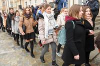 Studniówki 2019 - Polonez na Rynku w Opolu - 8278_poloneznarynku_24opole_047.jpg