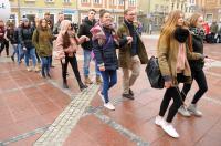 Studniówki 2019 - Polonez na Rynku w Opolu - 8278_poloneznarynku_24opole_131.jpg