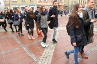 Studniówki 2019 - Polonez na Rynku w Opolu - 8278_poloneznarynku_24opole_142.jpg