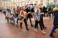 Studniówki 2019 - Polonez na Rynku w Opolu - 8278_poloneznarynku_24opole_252.jpg