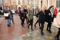 Studniówki 2019 - Polonez na Rynku w Opolu - 8278_poloneznarynku_24opole_330.jpg