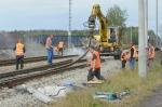 Trwa naprawa torowiska i trakcji po wykolejeniu pociągu pod Opolem