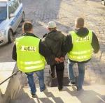 Uciekając przed policją zaprowadzili do miejsca ukrycia łupów