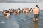 Kąpiel w przeręblu to ogromna frajda - przekonują opolskie morsy