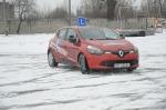 Zobacz jak bezpiecznie wyprowadzić auto z poślizgu