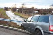 Samochód wypadł z drogi i uderzył w bariery energochłonne - 20200216180608_86667289_2761768o_2.jpg