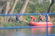 Zwłoki wyłowione z Odry. Brzescy strażacy wyciągali ciało ponad godzinę - 20171020210313_zweoki_mczyzny_w_odrze_1.jpg