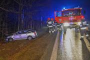Kolejne auto wypadło z drogi. Jedna osoba ranna w Dąbrowie - 20180123210402_dsc_4346.jpg