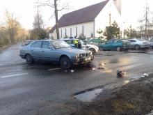 Wypadek w Dylakach: BMW i motorower