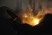 Ogień w składzie węgla