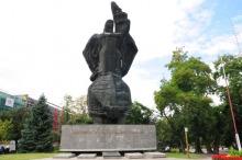 A tak pomnik wyglądał jeszcze dwa miesiące temu.<i>(Fot. archiwum)</i>