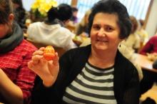 Teresa Sobota z Olszowej zdobieniem jajek na Wielkanoc zajmuje się od ponad 30 lat. - To już taka rodzinna tradycja - mówi kobieta.<i>(Fot: Dżacheć)</i>