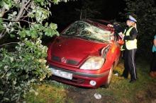 Kierowca renault dachował w nocy na Alei Witosa