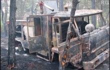 Ogień strawił m.in. samochody pożarnicze.
