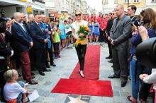 Pamiątkową tablicę ma też Anna German, choć zamiast aktorki Joanny Moro odsłonił ją wiceprezydent Opola Krzysztof Kawałko.