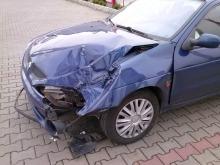 Z autobusu MZK odpadło koło i uderzyło w samochód