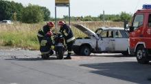 Motocyklista zderzył się z wartburgiem, dwie osoby są ranne