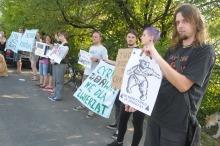 Młodzi opolanie protestowali przed występem cyrku