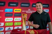 Trofeum wpadło też w ręce Marcina Kozieła.<i>Fot: zdjęcia czytelników)</i>