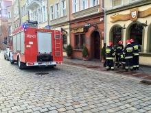 Strażacy wyburzyli ścianę, by uratować psa