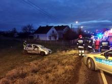 Opel dachował po zderzeniu z mercedesem