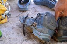 W dżungli trzeba uważać za każdym razem, gdy wkłada się buty. Dopiero po jakimś czasie Marzena zorientowała się, że w jej bucie coś się rusza.