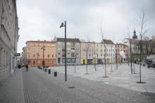 Kierowcy wjeżdżając na Mały Rynek będą mogli skręcić w lewo w ulicę Staromiejską lub pojechać dotychczasową drogą - ulicą Zwierzyniecką w stronę skweru Havla.<i>(Fot. Dżacheć)</i>