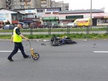 Kierowca fiata spowodował zderzenie z motorowerem