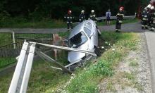 Kierowca renault zasnął za kierownicą i wjechał do rowu