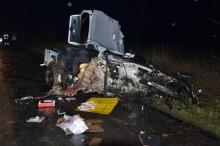24-latek roztrzaskał BMW na drzewie