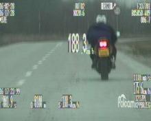Pędził motocyklem blisko 200 km/h w terenie zabudowanym