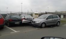 65-letnia kobieta wjechała w zaparkowane samochody