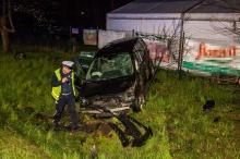 Kolizja w Walidrogach, samochód zatrzymał się w rowie