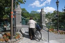 Podjazd dla wózków na Moście Groszowym gotowy
