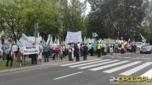 Kilkaset osób protestowało dziś w Warszawie przeciw Dużemu Opolu