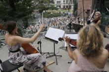Półmetek koncertów promenadowych opolskich filharmonikow