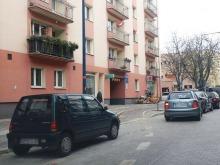 Chaos na ul. Kościuszki. Kierowcy zastawiają ścieżkę rowerową.