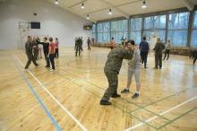 Żołnierze uczą opolanki samoobrony