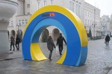 Brama Jubileuszowa liczy Opolan przechodzących przez rynek