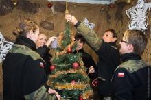 Żołnierze na misjach obchodzą Boże Narodzenie daleko od domu