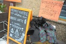 Oddaj kurtkę w opolskiej kawiarni, odbierz darmową kawę
