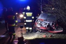 Kierowca fiata uderzył w bariery na moście