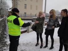 Odblaski mogą uratować życie. Policjanci rozdawali je Opolanom.