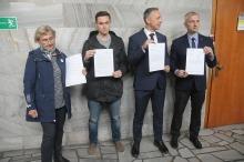 Opozycja protestuje przeciwko Sali im. Lecha Kaczyńskiego