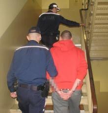 Napadli z nożem na przechodniów, są już w areszcie