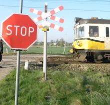 18-letni rowerzysta wjechał wprost pod pociąg