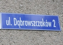 Dekomunizacja w Niemodlinie. Partia Razem broni ul. Dąbrowszczaków.