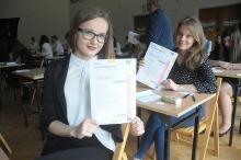 Maturzyści rozpoczęli egzamin dojrzałości. Dziś język polski.