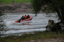 Na Odrze w Brzegu trwają poszukiwania 21-latka. Chciał ratować dziewczynę.